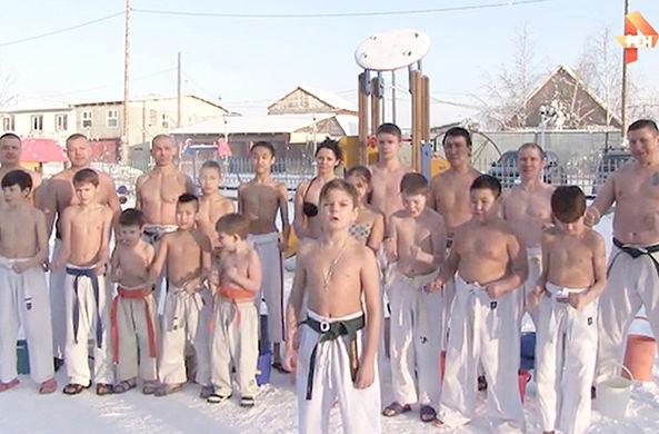 Дети в Якутии облились холодной водой на 30-градусном морозе ради Ди Каприо