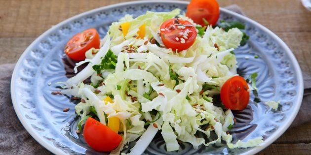Салат из морской и пекинской капусты с огурцами и помидорами
