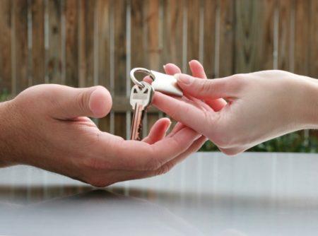 А вы продали бы свою квартиру, чтобы рассчитаться с долгами мужа?