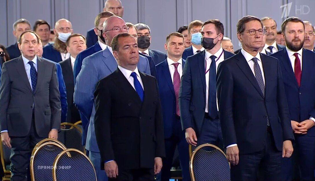 Политтехнолог: Медведева ожидает высокая должность