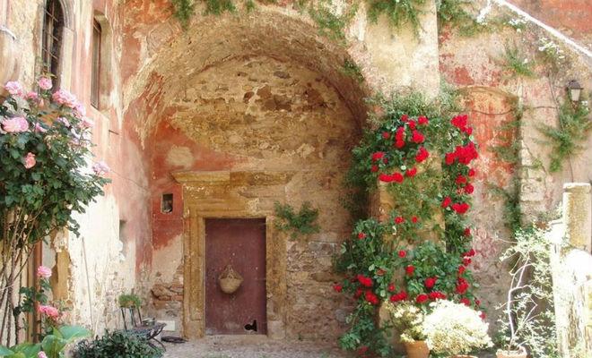 Как устроены дома в Италии, которые продаются за 1 евро. Заглядываем внутрь