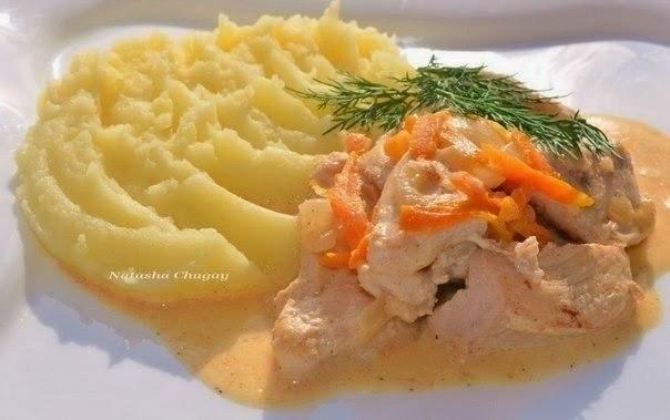 Нежное куриное филе в соусе — универсальное блюдо