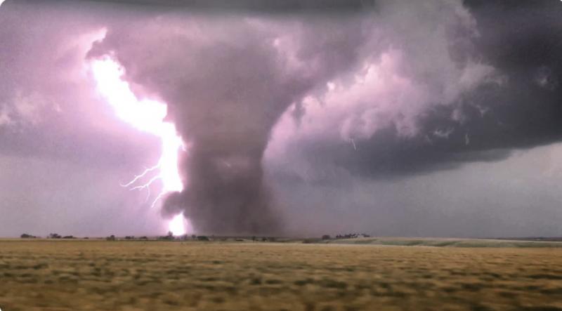 Торнадо близ Эдмонда, штат Оклахома, 17 мая 2019 года. Источник фотографии:  earthsky.org