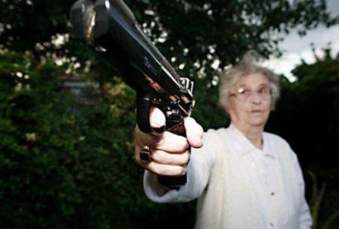 » У меня пистолет и я знаю, что с ним делать!»