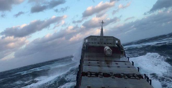 Супертанкер вышел против супешторма корабли,природа,танкер,шторм,экстрим