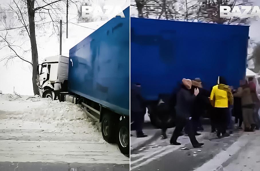 В Сибири водители руками передвинули огромную фуру. Она им мешала Новости