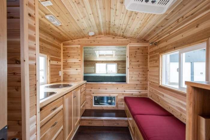 Путешествуйте с удовольствием: дом на колесах из дерева