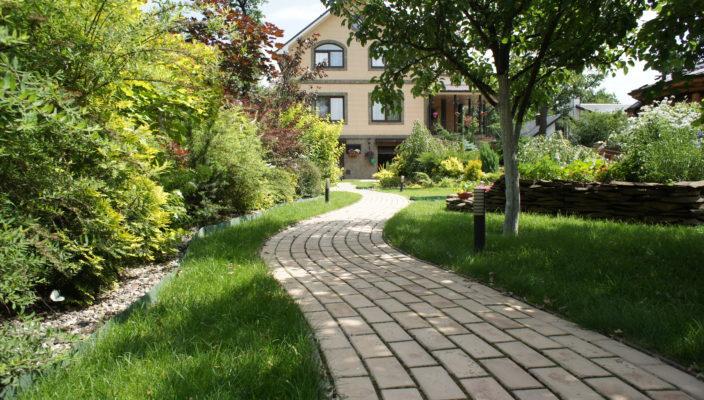 Садовые дорожки своими руками с малыми затратами при помощи формы