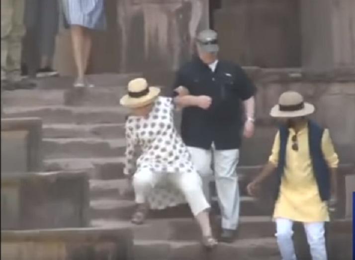 Из поездки по Индии Хиллари Клинтон вернулась калекой