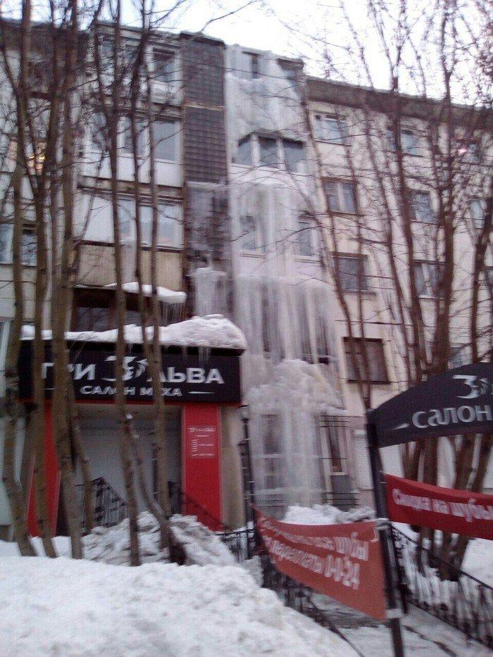 Просто замерзший водопад в черте города Города России, Кольский полуостров, мурманск, прикол, север, юмор