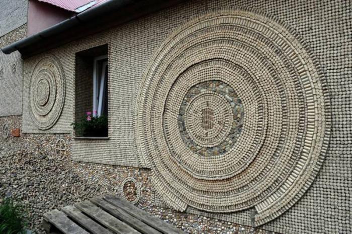 Фрагмент стены из винных пробок. /Фото: batona.net