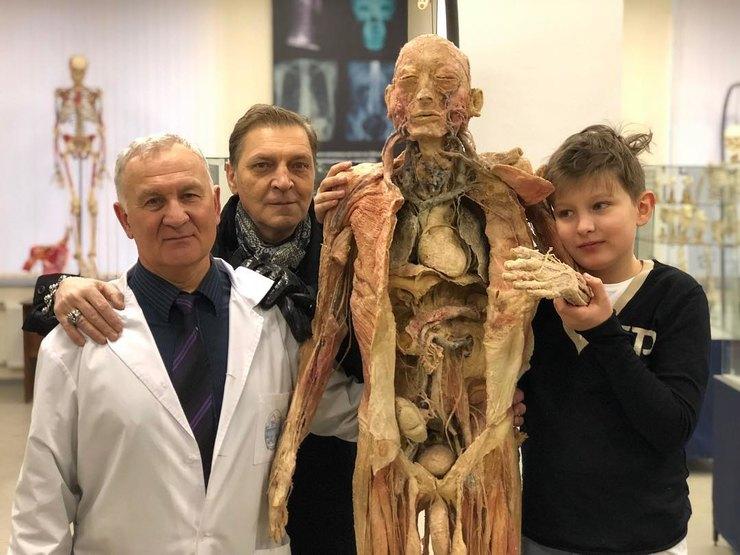 Сын Александра Невзорова не ходит в школу. Все из-за социализации