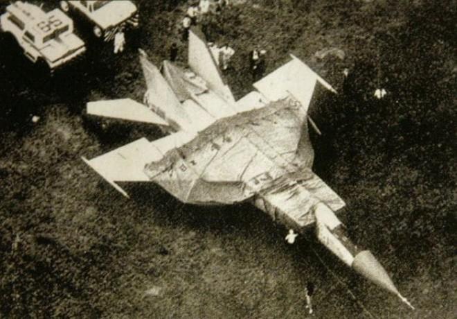 Пилот секретного МиГ-25 поднялся с аэродрома СССР и улетел в США полет,Пространство,секретный истребитель,СССР,США