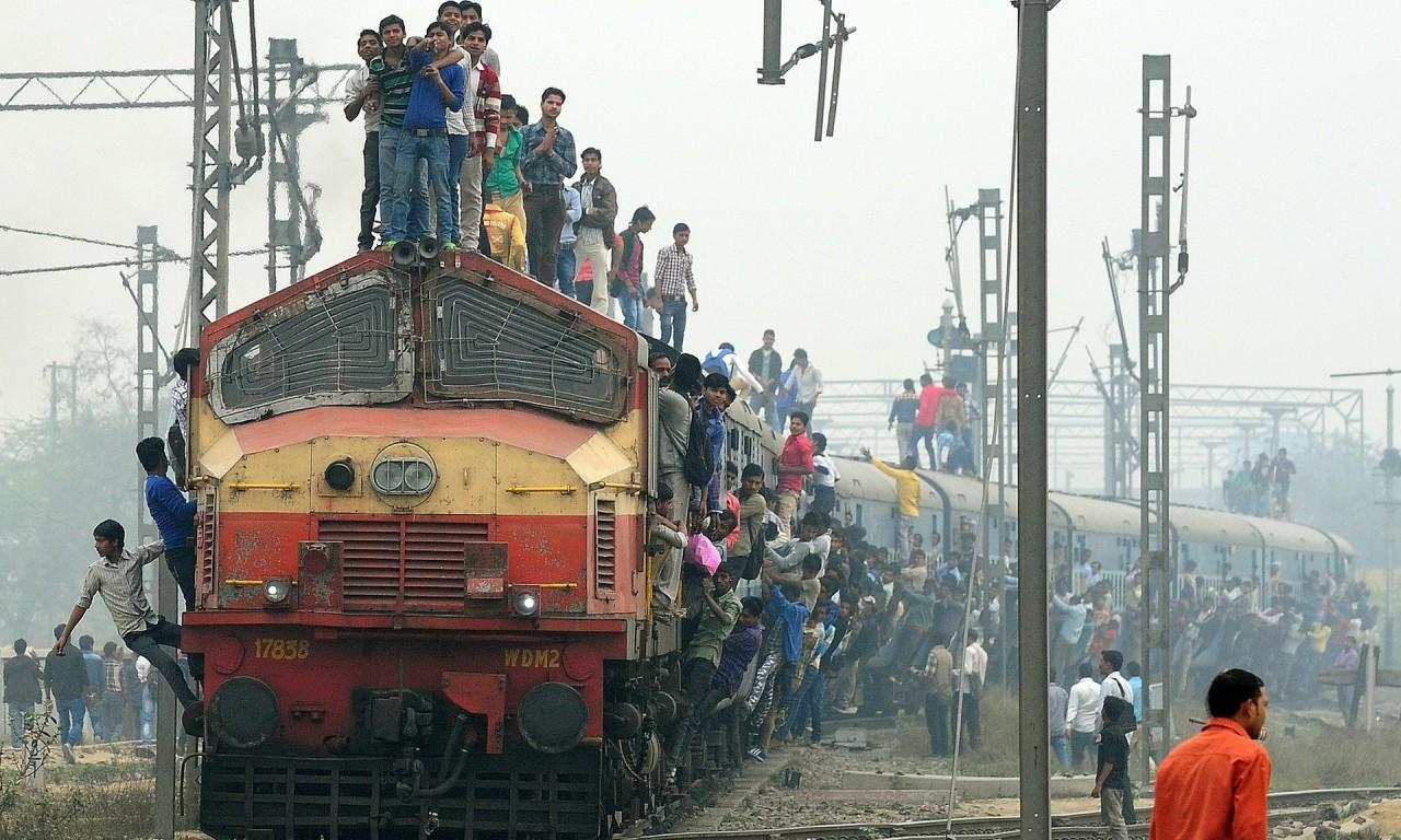 В Индии поезд врезался в зри…