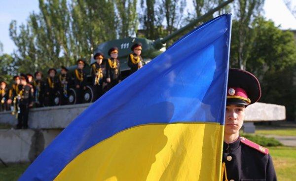 От распада Украину сейчас спасает только США