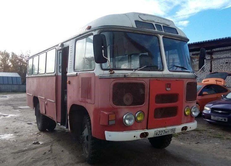 Конкретно этот автобус, выпуска 1984 года, с бензиновым двигателем 4.2 л (мощностью 120 л. с). Мужчина выкупил его у воинской части, где он хранился в ангаре. авто, автобус, восстановление, олдтаймер, паз, реставрация, ретро авто