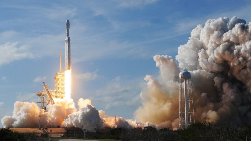 SpaceX вывела на орбиту спутники для раздачи интернета