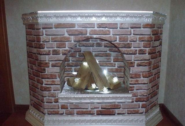 Декоративный камин из картон…