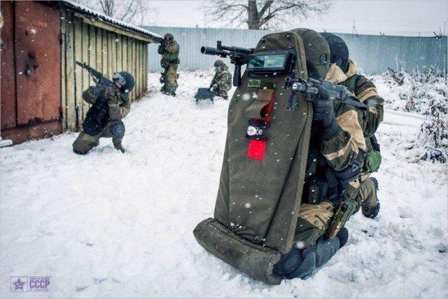 Для чего на штурмовом щите красный знак? вооружение, защита, штурм, щит