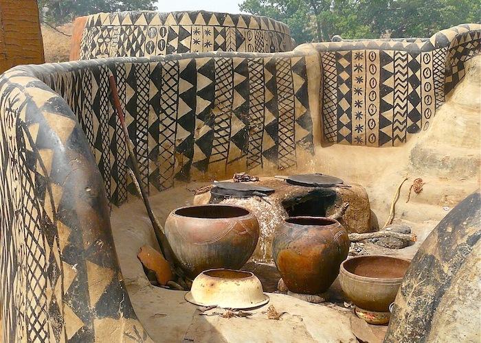 Африканская деревня, где каждый дом — произведение искусства