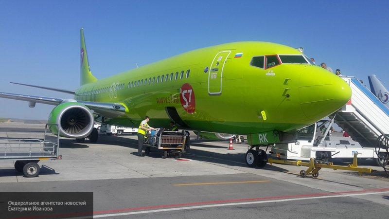 В Тюмени самолет, летевший из Омска в Москву,совершил экстренную посадку