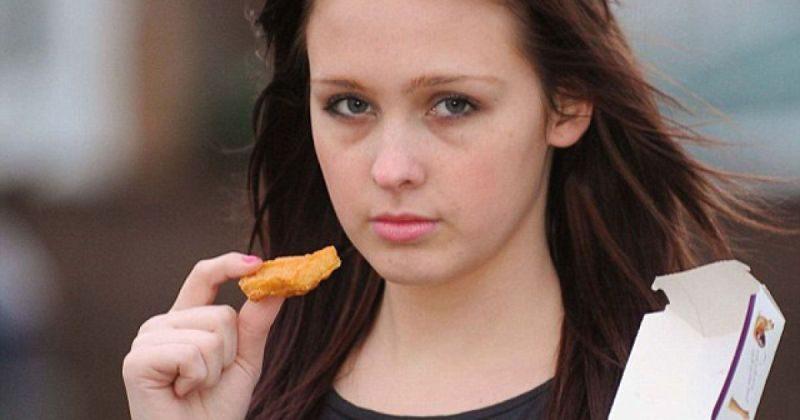 Веганка написала заявление в полицию на друзей, накормивших её курятиной... веганы,диета,еда,мораль,продукты