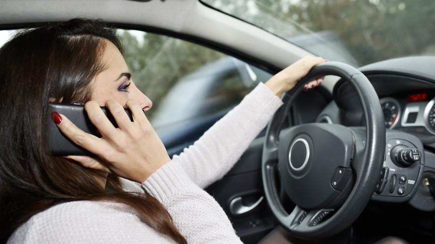 Руки на руль: стало известно, как водителей накажут за использование телефона во время езды авто,авто и мото,водителю на заметку,гибдд,дтп,машины,новости автомира,пдд,Россия,штрафы и дтп