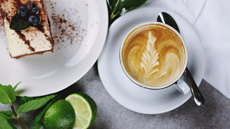 Диетолог назвала напитки, которые не следует пить на завтрак Общество
