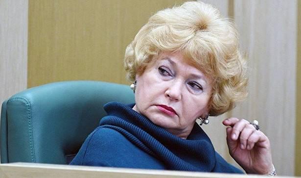 Сенатор Нарусова хочет запретить Сталина. Может, лучше запретить ее?