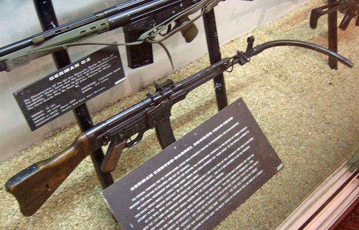 Нелепый гаджет: пулемет с изогнутым стволом.