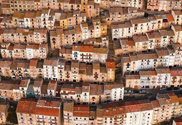 Дома в Италии продают за евро