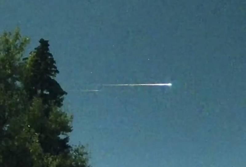 Появились кадры схода с орбиты российского спутника-разведчика «Разбег»