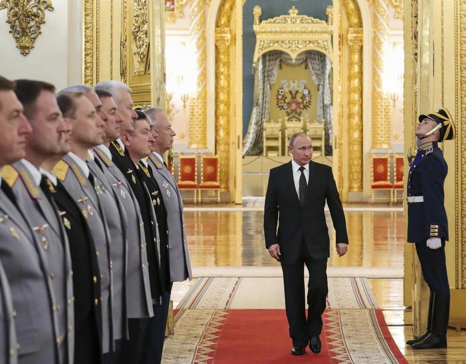 Россию нужно додавить
