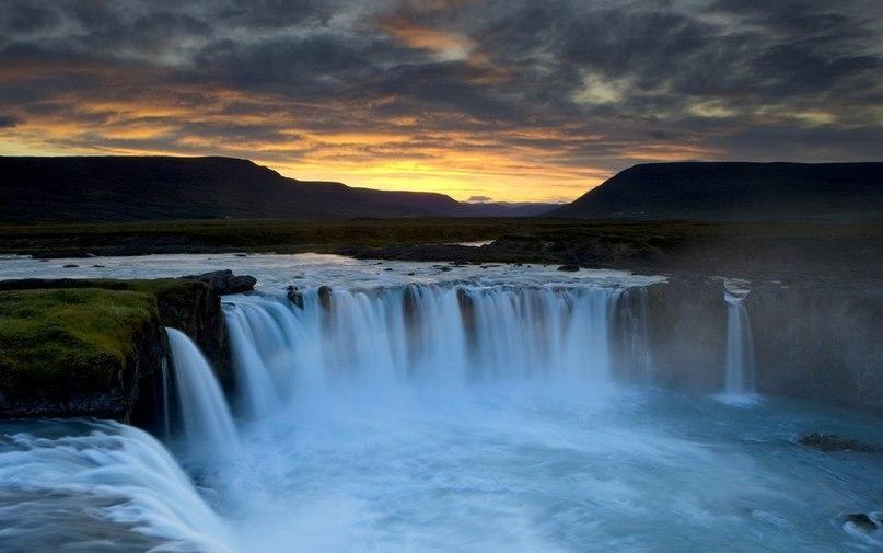 «Дрожащий» водопад Деттифосс (Исландия)