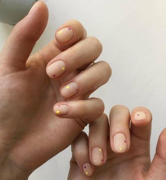 Нескучный минимализм: как накрасить ногти в 2019, чтобы быть в тренде