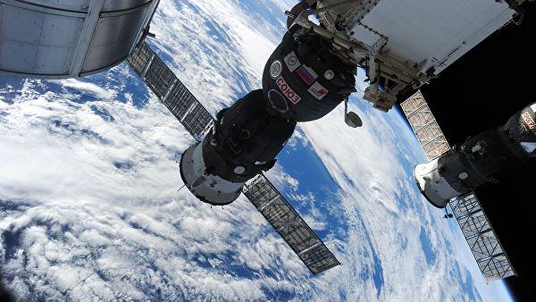 """Космонавты не видят следов от сверла после вскрытия обшивки """"Союза МС-09"""""""