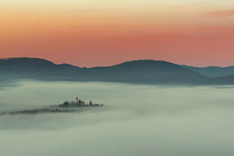 """""""Большая часть страны покрыта горами и лесами"""". в мире, красивый вид, пейзаж, природа, словения, страны, фото, фотограф"""