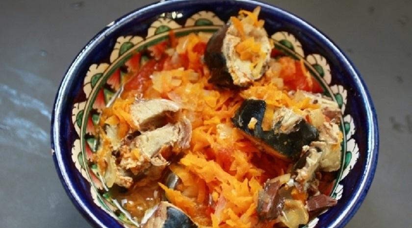 Скумбрия с овощами в горшочках: простой способ приготовления