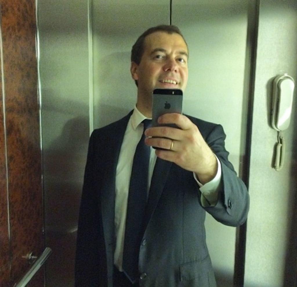 Фотографии Медведева, которые стали мемами