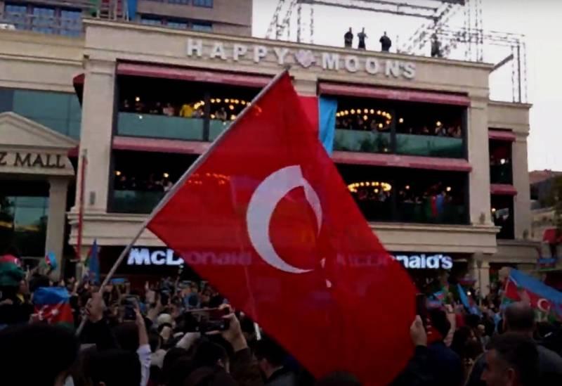 В Баку - турецкие флаги, а флагов РФ не видно ни там, ни в Ереване: мы опять просчитались?