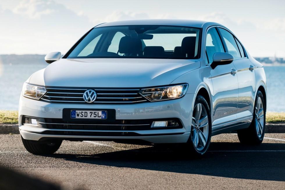 Volkswagen Passat '2015–н.в. праворульный белый