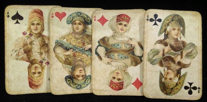 Колода «Русский стиль» была создана по мотивам карнавальных костюмов на балу при императорском дворе Романовых в 1903 году