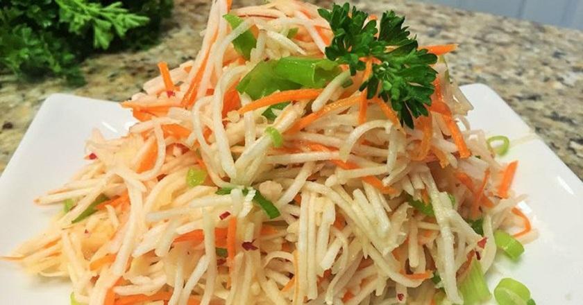 Диетический салат «Ручеек»: 3 овоща и 5 минут времени
