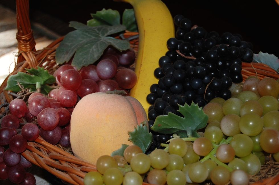 1490289587-home-trends-fake-fruit-1490208382