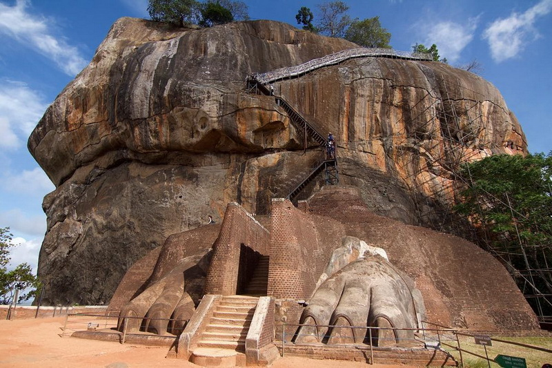 Почему Сигирию называют «Восьмым чудом света» Кашьяпа, Сигирия, скалы, крепость, который, крепости, сегодня, собой, часть, назад, является, чтобы, одним, веков, Кашьяпы, представляет, дворец, места, этого, попрежнему