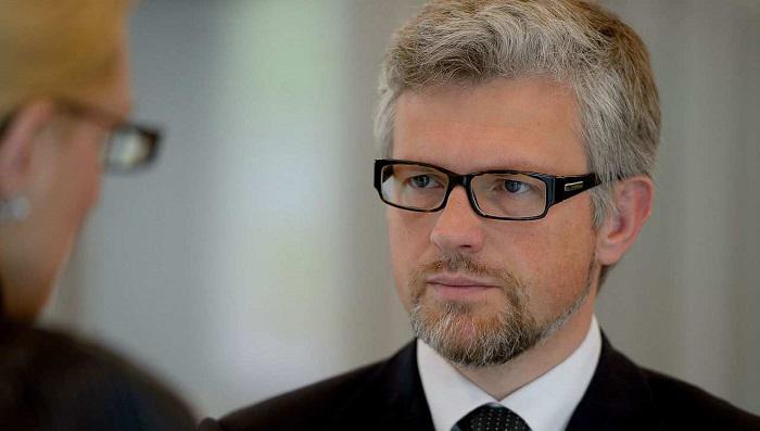 Немецкий политик рассказал, как Берлин поставил на место посла Украины