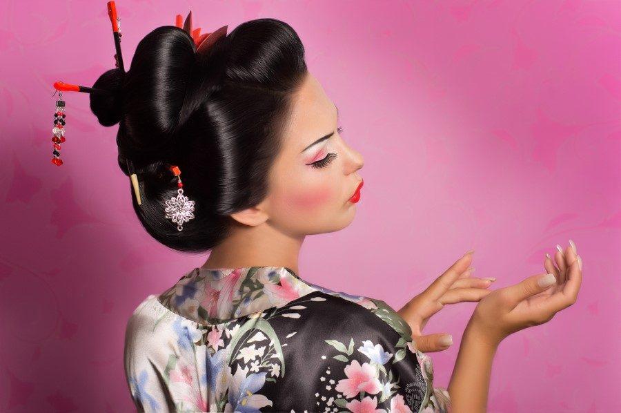 картинки японская прическа с палочками линзы