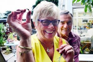Женщина нашла потерянное кольцо благодаря моркови