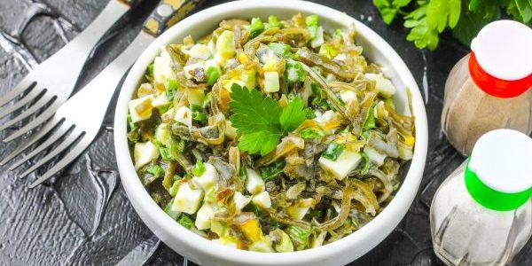 Салат из морской капусты с грибами и оливками