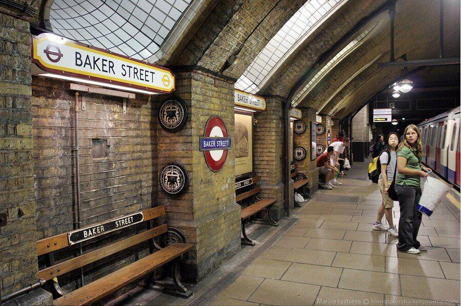 «Сырные» стены на станциях Лондонского метрополитена